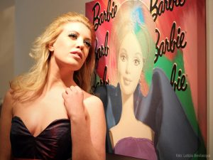 Barbie Around the World - Arianna Grimoldi e Barbie di Steve Kaufman